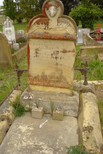 Grave - Robert and Harriet