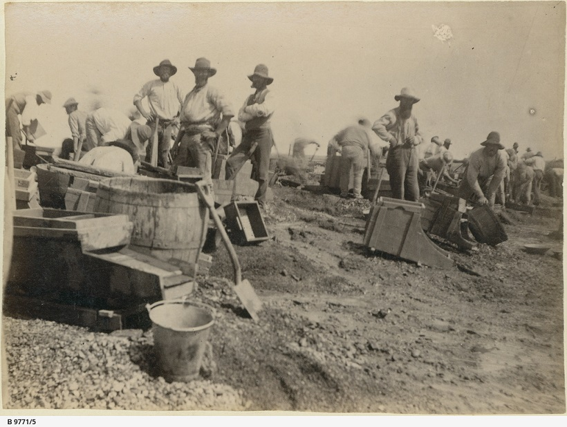 B-9771-5-Miners and washing equipment Teetulpa gold field
